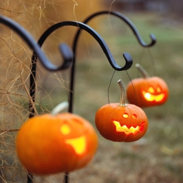 diy-hanging-pumpkin-lanterns